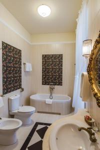 Łazienka w obiekcie Dwór Kombornia Hotel&SPA