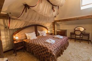 Łóżko lub łóżka w pokoju w obiekcie Dwór Kombornia Hotel&SPA