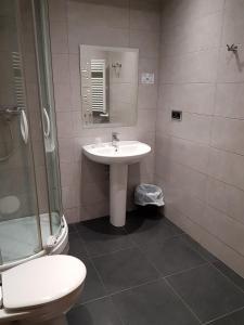 A bathroom at Hostal Levante Barcelona