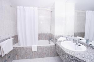 Een badkamer bij Hotel Kilimanjaro