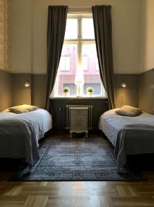 A bed or beds in a room at Vandrarhem Uppsala Kungsängstorg