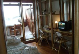 A television and/or entertainment center at Hotel Il Fraitevino