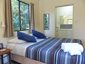 A bed or beds in a room at Daintree Valley Haven