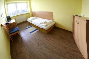 A bed or beds in a room at Penzión Medený Hámor
