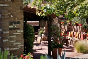 A restaurant or other place to eat at Estancia La Jolla Hotel & Spa