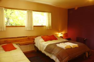 A bed or beds in a room at Huala Hosteria
