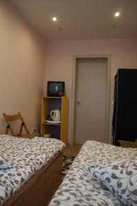 A bed or beds in a room at Хостел Обской возле Толмачево