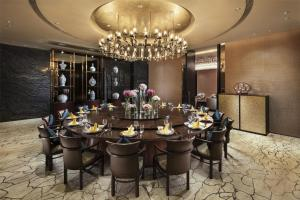 A restaurant or other place to eat at Hilton Guangzhou Tianhe
