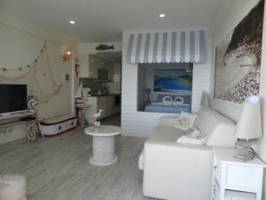 A bathroom at Akisol Sesimbra Beach III