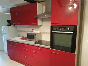 Cuisine ou kitchenette dans l'établissement La Bonardière