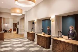 The lobby or reception area at Jurys Inn Cardiff