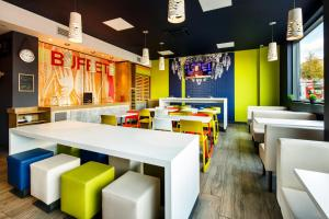 A restaurant or other place to eat at ibis budget London Hounslow