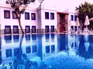 Het zwembad bij of vlak bij Hotel Atrium