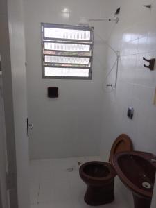 Um banheiro em Apartamento Elvira 02