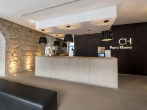 The lobby or reception area at Hotel Carris Porto Ribeira