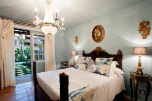 Een bed of bedden in een kamer bij Hotel Hacienda de Abajo-Adults Only