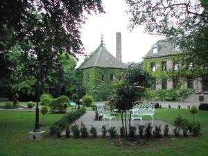 A garden outside Burg Wegberg Hotel & Events