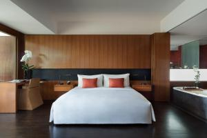 A bed or beds in a room at Anantara Chiang Mai Resort
