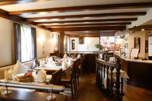 A restaurant or other place to eat at Wegermann`s BIO-Landhaus im Wodantal