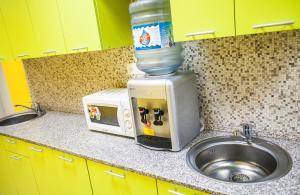 Кухня или мини-кухня в Konkovo Hostel
