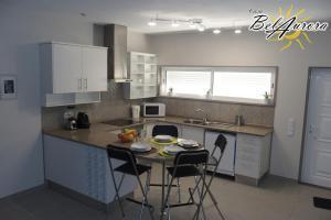 A kitchen or kitchenette at Casa Belaurora