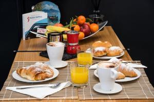 Colazione disponibile per gli ospiti di Napoliamo Guest House