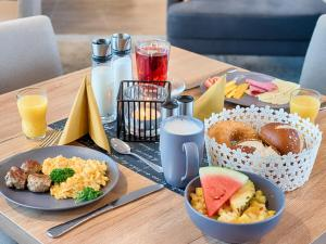 Breakfast options available to guests at LOGINN Hotel Leipzig by ACHAT