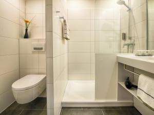 A bathroom at LOGINN Hotel Leipzig by ACHAT