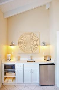A kitchen or kitchenette at Cape Eleuthera Resort & Marina