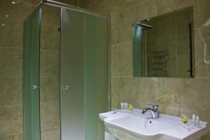 Un baño de Sky Luxe Hotel