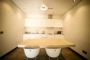 A cozinha ou cozinha compacta de M Executive Residence & Boutique Hotel - Adults Only