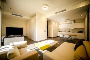 Uma área de estar em M Executive Residence & Boutique Hotel - Adults Only