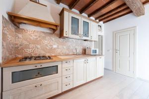 A kitchen or kitchenette at casa tradizionale toscana