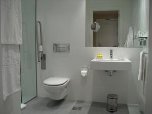 A bathroom at Palacio Guendulain