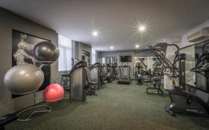 The fitness center and/or fitness facilities at Riu Plaza The Gresham Dublin