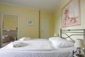 A bed or beds in a room at Hotel Landhaus Milser