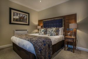 A bed or beds in a room at The Admiral Rodney Hotel, Horncastle, Lincolnshire