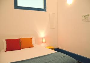 A bed or beds in a room at Ponto de Abrigo