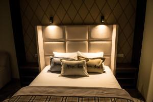 A bed or beds in a room at Mon Ami Villa