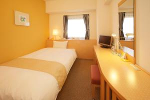 A television and/or entertainment center at Chisun Hotel Kobe