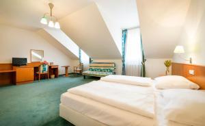 Postel nebo postele na pokoji v ubytování Hotel Dvorak