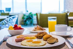 Breakfast options available to guests at La Quinta by Wyndham Medellin
