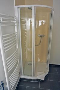 A bathroom at Ratskeller Waren