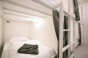 เตียงในห้องที่ The Street Hostel