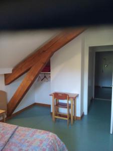 Un ou plusieurs lits dans un hébergement de l'établissement La Roche du Trésor Village Vacances