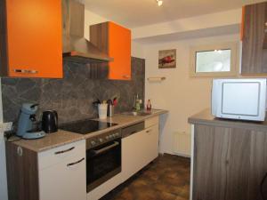 A kitchen or kitchenette at Ferienwohnung Gipfelblick