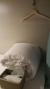 A bed or beds in a room at Zhu Feng Hotel
