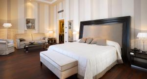 A bed or beds in a room at Grand Hotel Palazzo Livorno MGallery