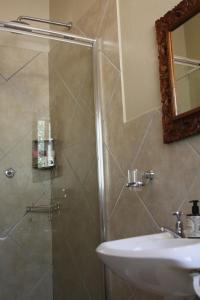 A bathroom at Ripple Hill Hotel