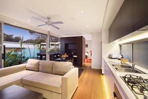A kitchen or kitchenette at Cavvanbah - Byron Bay